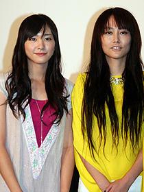 ガッキーの涙の成果をよく聴いて! (左から)新垣結衣、菊地凛子「恋するマドリ」