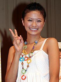 榮倉奈々「アホになれる人は素敵」と「阿波DANCE」試写会で挨拶
