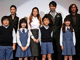 「クローズド・ノート」 (左から)竹内結子、沢尻エリカ、黄川田将也、行定勲監督「クローズド・ノート」
