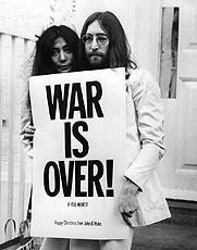 死してなお、ジョン・レノンの 反戦メッセージは熱い! (写真=映画「PEACE BED /アメリカVSジョン・レノン」より)「PEACE BED アメリカVSジョン・レノン」