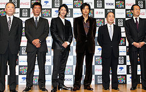 (左から)福田慶治(映画祭事務局長)、成島出監督、玉木宏、 大沢たかお、角川歴彦(チェアマン)、高井英幸(ユニジャパン理事長)