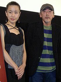 説明過多なセリフは不要! (左から)渡辺真起子、小林政広監督「愛の予感」