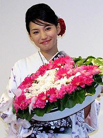 """""""凛子2世""""芦名星が24歳の誕生日に「シルク」の過酷な入浴体験を告白!"""