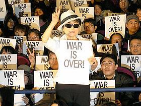 オノ・ヨーコ舞台挨拶「これがジョンの本当の姿」と「PEACE BED」を絶賛