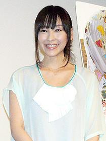 新妻は幸せいっぱい!麻生久美子「ハーフェズ/ペルシャの詩」初日