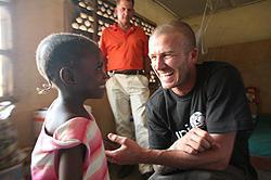 デビッド・ベッカム、ユニセフ親善大使としてアフリカを視察