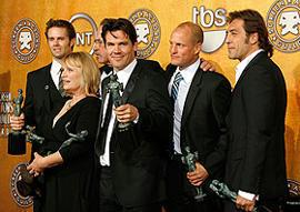 米俳優組合賞は「ノーカントリー」。デイ=ルイスは賞をH・レジャーに捧げる