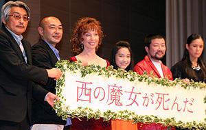 シャーリー・マクレーンの実娘サチ・パーカー、日本語ペラペラ挨拶