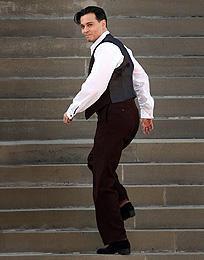 ジョニー・デップが犯罪王を演じる新作のセット写真初公開!