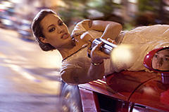 アンジェリーナ・ジョリー主演作「ウォンテッド」メイキング、世界初公開