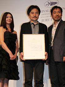 小泉今日子、黒沢清監督に「魔法にかけられた」。カンヌ受賞作凱旋