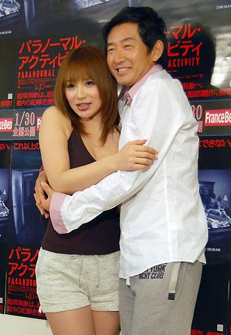石田純一、婚前旅行から帰国早々、グラビアアイドルと…