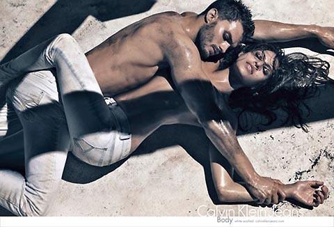 エバ・メンデスのセクシーなカルバン・クライン広告写真が公開