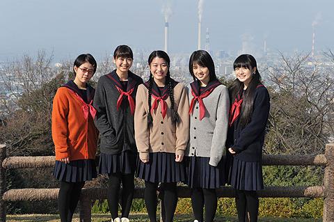 山下リオ、桜庭ななみら、成海璃子とともに書道に挑む!