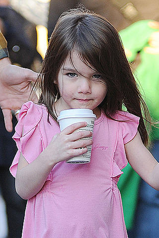 トム・クルーズの娘スリが演技レッスンを開始!