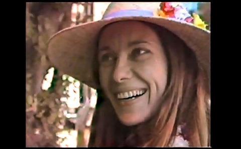 アンジェリーナ・ジョリーが亡き母へのトリビュート動画をYouTubeに投稿