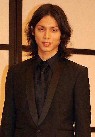 水嶋ヒロ、晴れやかに新婚旅行を報告 「エランドール賞」若手6名に新人賞
