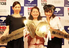 白川和子から「カギ」を渡されバトンタッチ「後ろから前から(2010)」