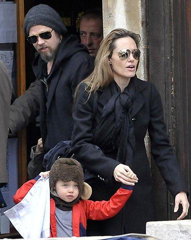ブランジェリーナ一家がベネチアに シャイロはサルの帽子姿でご機嫌