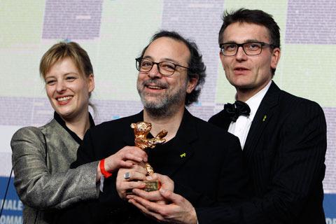 ベルリン映画祭閉幕 金熊賞はトルコ映画、最優秀女優賞に寺島しのぶ