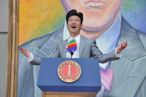 世界のナベアツ「さらば愛しの大統領」で初メガホン