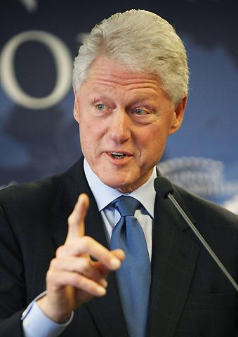 """""""不適切な関係""""の先輩、クリントン元大統領がタイガー・ウッズを激励"""