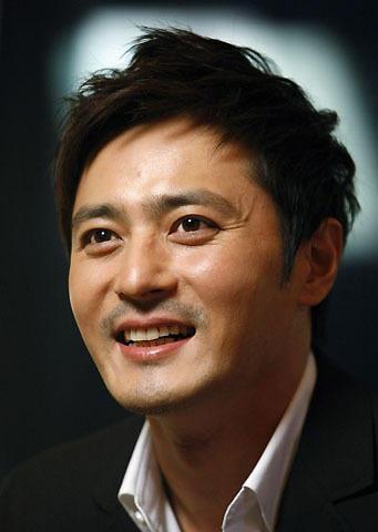 韓流スター、チャン・ドンゴンが結婚!