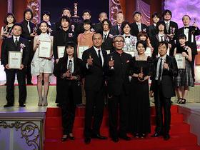 受賞者全員で記念撮影「沈まぬ太陽」