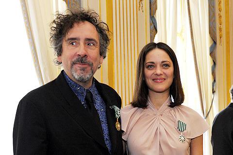 ティム・バートン監督とマリオン・コティヤールが仏芸術文化勲章を受章