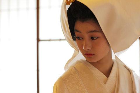 忽那汐里、16歳で花嫁に あこがれの白むくに「幸せでした」