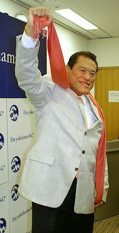 猪木が地元横浜でDJ FMヨコハマ4月新番組「馬鹿になれ847ダー!!」