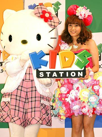 """ミキティ、大好きなハローキティと夢の""""Wキティ共演"""""""