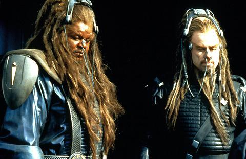 2000年代の最低映画「バトルフィールド・アース」脚本家が観客に公開謝罪
