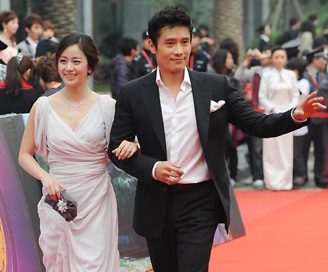 イ・ビョンホン、「アジアで最も影響力のある俳優賞」を受賞!