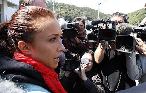「HEROES」のヘイデン・パネッティーアが、太地町でイルカ漁に抗議