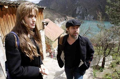 アンジェリーナ&ブラピがボスニアを訪問 難民センターを見学