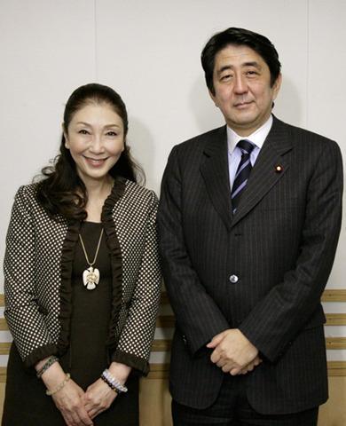安倍元首相、政界引退後にヤクザ映画撮る?トーク番組で映画監督の夢語る