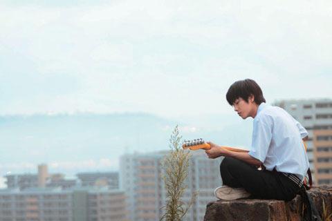 ギターに夢中のコユキ