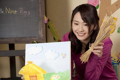 新垣結衣、映画「ハナミズキ」で自筆作成の英語絵本が発売決定