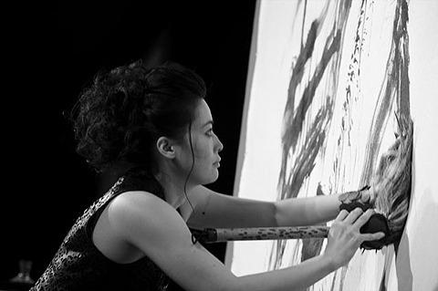 「龍馬伝」で話題の美人書家、シャマラン監督作とコラボ