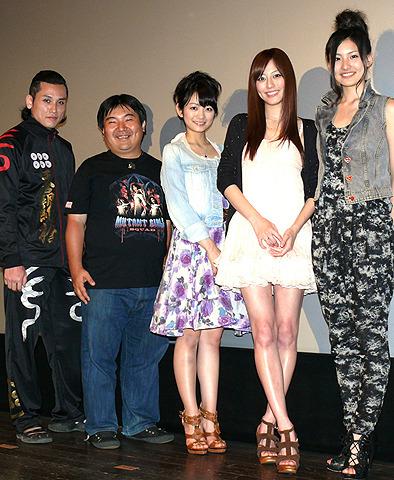 井口昇監督、主演女優3人から「優しい」と持ち上げられデレデレ