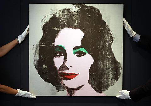 A・ウォーホルのE・テイラー肖像画、オークションで高額落札の見込み