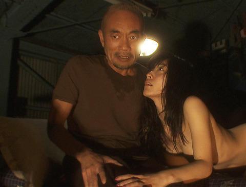 佐藤寛子、映画「ヌードの夜」で決意の全裸