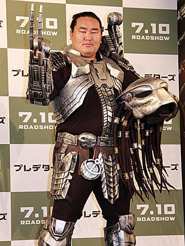 朝青龍、映画イベントで「新聞記者を捕まえたい」とニヤリ