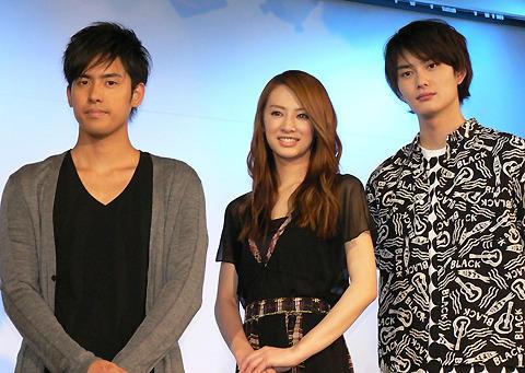 北川景子の主演映画「瞬」のスペシャルライブで、200人のファンがKの歌声に心酔