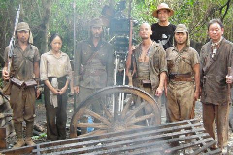 スコールが降っても続けられた ジャングルでの撮影