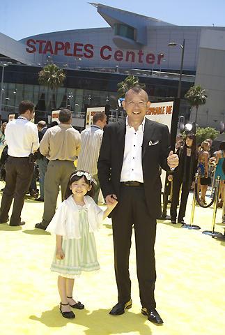 鶴瓶&天才子役・芦田愛菜、LAで大女優ジュリー・アンドリュースと対面