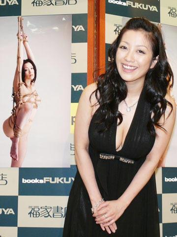 小向美奈子、「花と蛇3」SM緊縛写真集を「すごい内容」と自画自賛