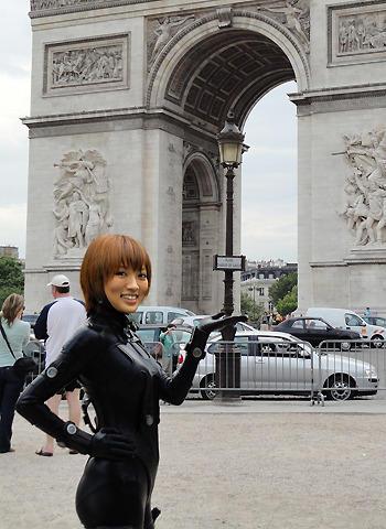 「GANTZ」旋風、パリに上陸 夏菜のGANTZスーツに熱狂
