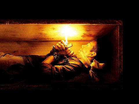全編ほぼ真っ暗闇 生き埋めにされた男を描く映画が公開
